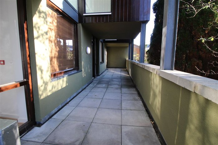 barrowhouse_img6